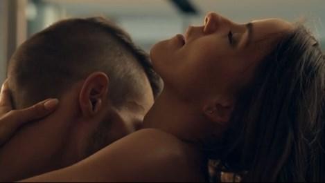 Наум Шопов и приятелката му разменят страстни ласки пред камера (видео)
