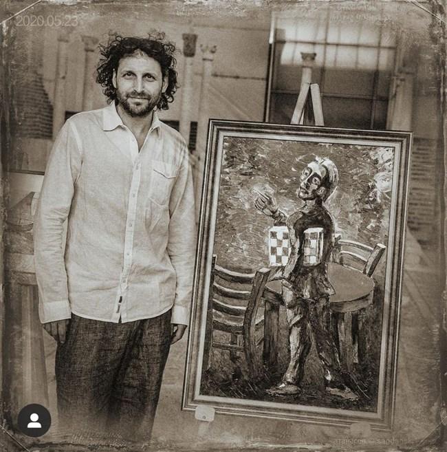 Иван Юруков пред картината му, която бе изложена в Епископската базилика преди няколко седмици. СНИМКИ: ОФИЦИАЛЕН ИНСТАГРАМ ПРОФИЛ НА ИВАН ЮРУКОВ