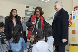 """С младата """"швейцарска посланичка"""" за 2019 г. - Евелина Димитрова, на посещение в Монтана в детската градина в кв. """"Кошарник"""", построена с помощта на Българо-швейцарската програма за сътрудничество."""