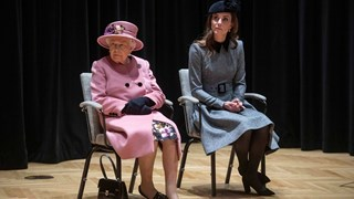 Най-накрая Кейт на публична проява с кралица Елизабет