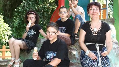 """Илияна Кълева - майка на 4 деца въпреки """"забраните"""" на съдбата"""