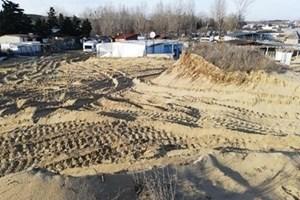 Кадър от януари 2019 г. , запечатал унищожената дюна броени дни след заравняването й с багер.