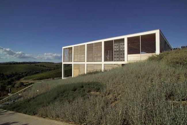 """Изба """"Колемасари"""" в Чиниджано, до Гросето, наподобява дървена кутия."""