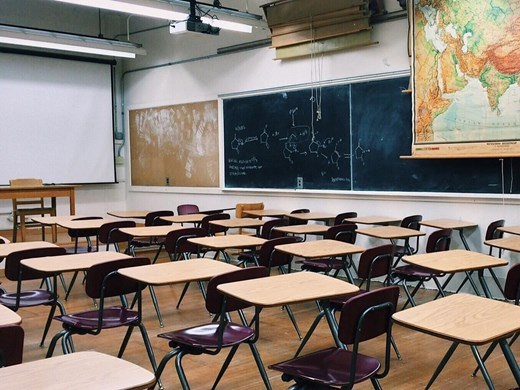 Четири класа под карантина заради учител с коронавирус в столицата