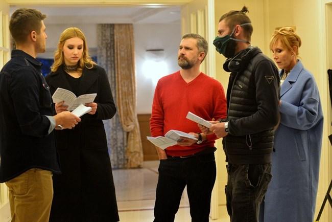Пенко Господинов на снимачната площадка с колегите си от сериала