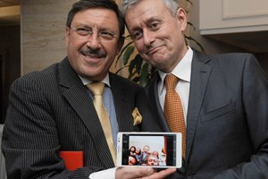 Максим Бехар с приятеля си Соломон Паси