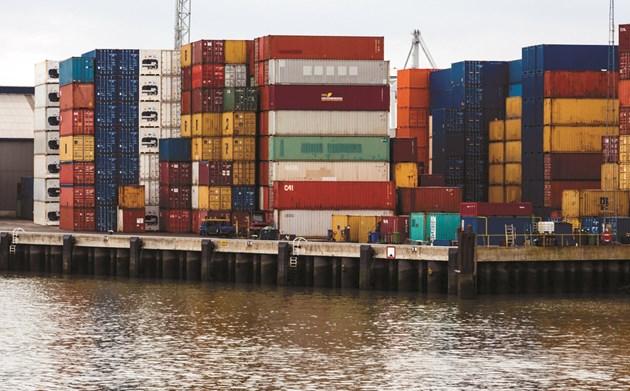 От САЩ: Компании ще използват въздушен транспорт, вместо корабен, за да наваксат забавянето в доставките на химически суровини.