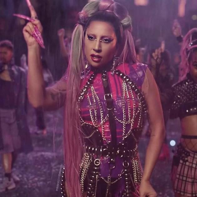 Гага облече наша рокля