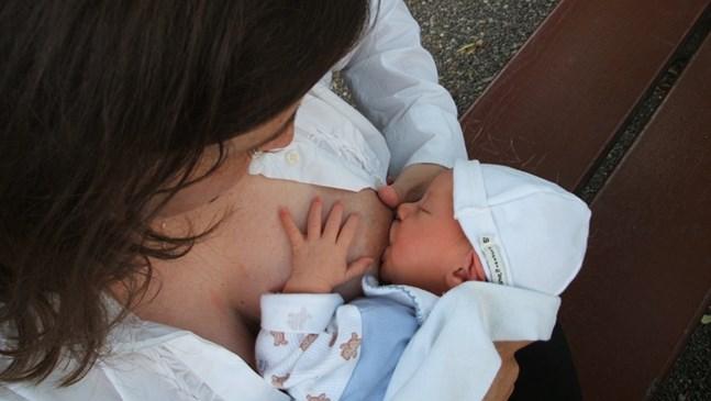 Бебето хапе, докато го кърмя. Какво да правя?
