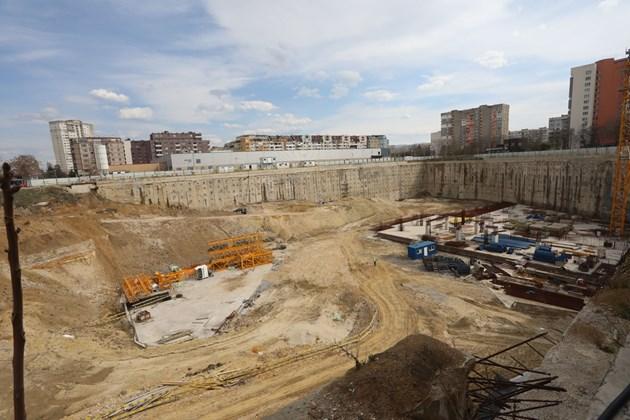"""BG проектът на """"Гаранти Коза"""" не се стопира, но за 4 г. стигна само до изкоп"""