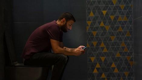 Защо мъжете се крият в тоалетната