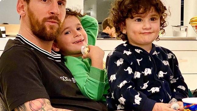 Меси помпа мускули с 4-годишния син