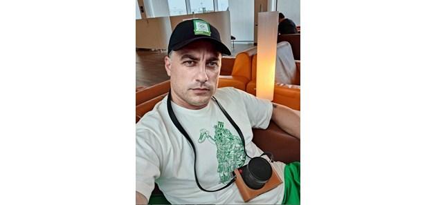 """Владо Карамазов на моторна лодка сред вълните във Филипините за """"Сървайвър"""""""