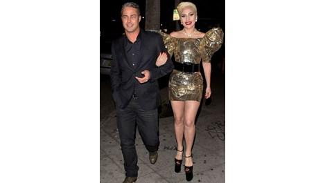 Лейди Гага отпразнува звезден рожден ден в Холивуд