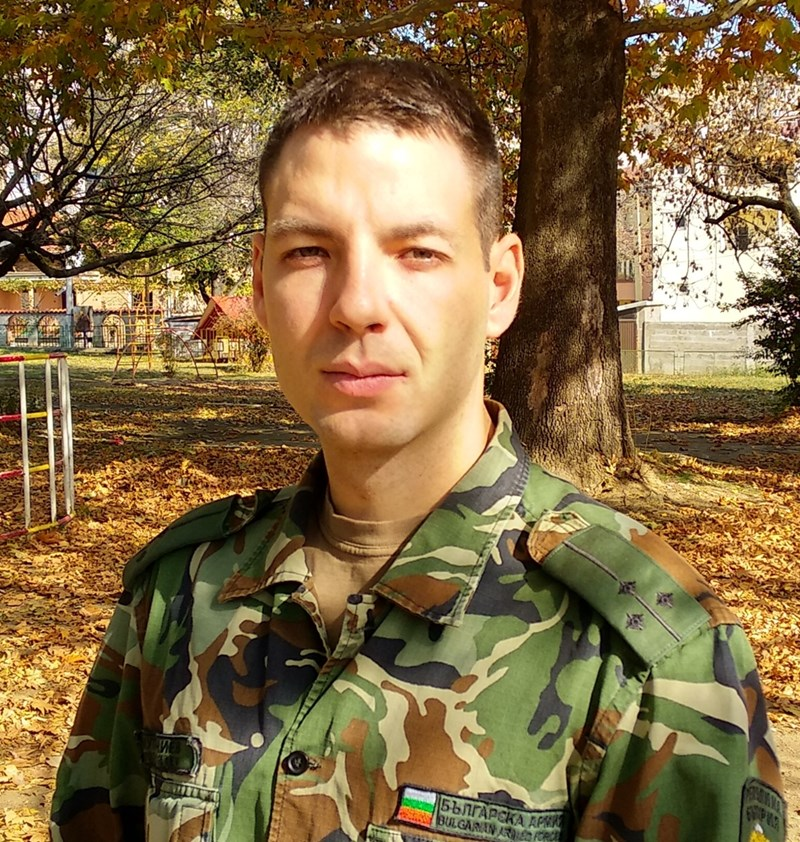 Петко е убеден, че намери изход от ситуацията. През това време той продължава да е отдаден на армията. СНИМКА: ЛИЧЕН АРХИВ