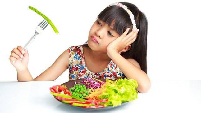 Как да стимулираме детето да хапва здравословни неща
