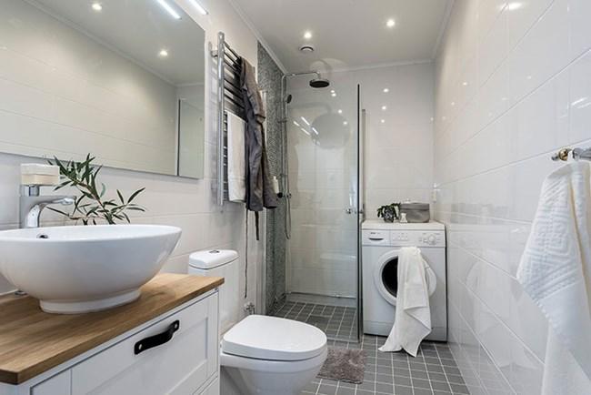Банята е в стила на цялото жилище