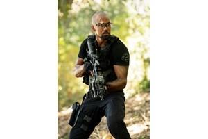 """Шемар Мур изпълнява главната роля - на Хондо, в """"Специален отряд""""."""