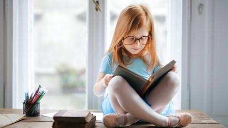 Коледа е магия. Четенето е магия. Книгите творят чудеса...