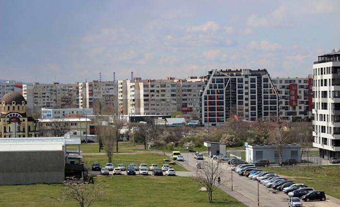 """Свободните пространства в """"Левски Г""""започнаха да се изпълват с нови жилищни сгради, защото предприемачите се възползват от вече изградената инфраструктура.   СНИМКА:  РУМЯНА ТОНЕВА"""