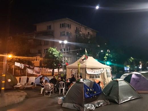 Разчистиха палатковия лагер пред Общината във Варна