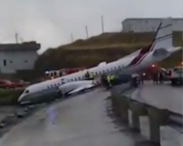 Самолет падна на магистрала в Аляска, на метри от океана
