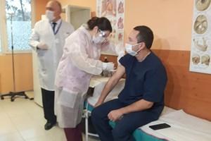 Д-р Светлин Харалампив работи с ковид-пацинети от първия ден на папдемията.