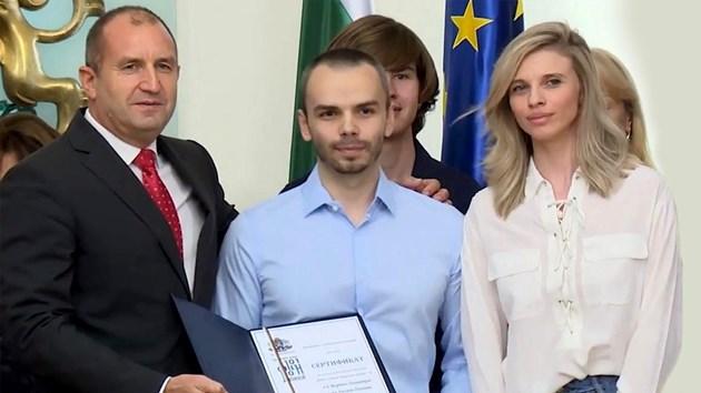 """Българи с награда """"Джон Атанасов"""" поискаха помощ от Борисов за корупцията в АПИ."""