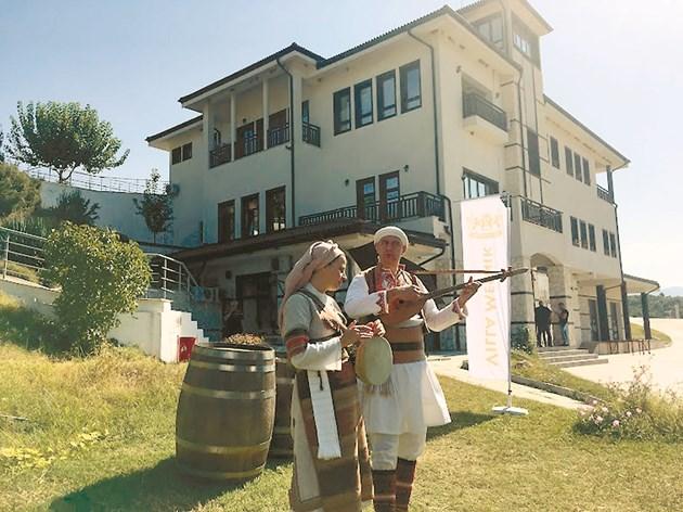 """""""Леб и вино"""" изпълняват автентична музика, издирена от старите местни от района на Мелник"""