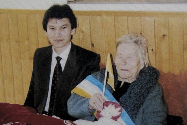 Ванга с Кирсан Илюмжинов, почетен гражданин на република Калмикия, 1995 г.