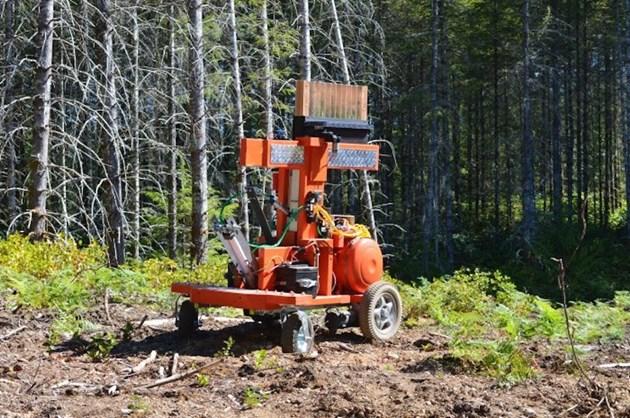 TreeRover засажда 10 дръвчета за 15 минути