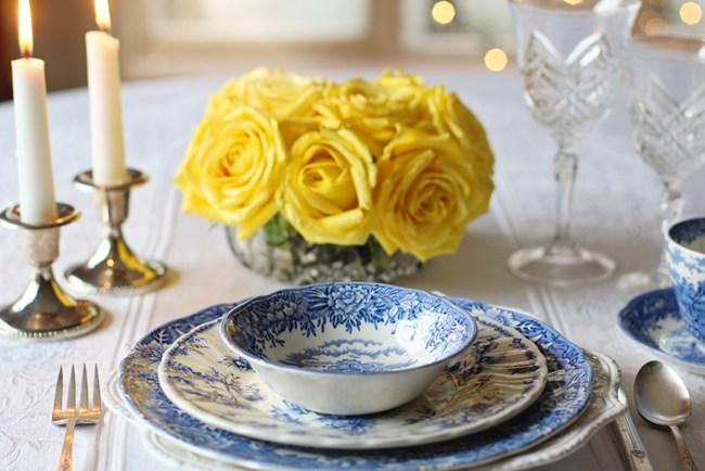 В зависимост от храната, която се очаква да бъде сервирана в тях, чиниите се делят на дълбоки и плитки
