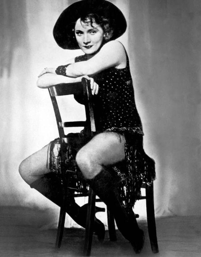 """Марлене Дитрих става звезда с филма """"Синият ангел""""."""