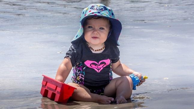 Как да подготвим бебето за обстановката на плажа