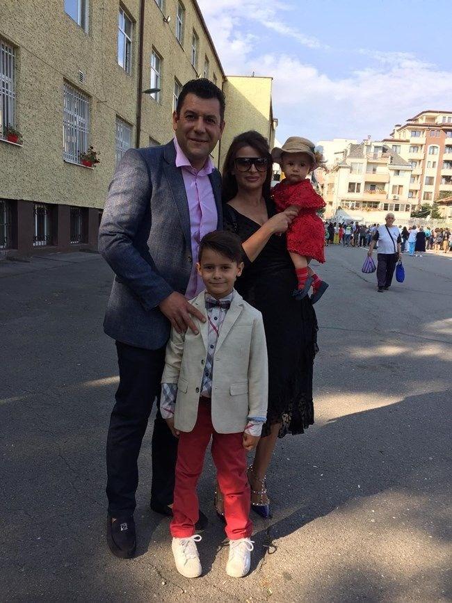 Евгени Будинов с жена си Мариела и двете им деца Александър и Белла