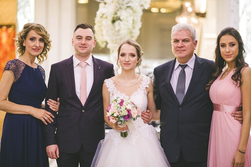 На сватбата на голямата дъщеря в семейството