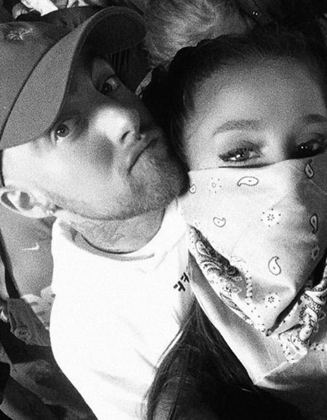 През септември 2016 г. Ариана Гранде потвърждава, че се среща с Милър с пост в Инстамрам и оттогава не са се разделяли. Снимка: Ариана Гранде, Инстаграм