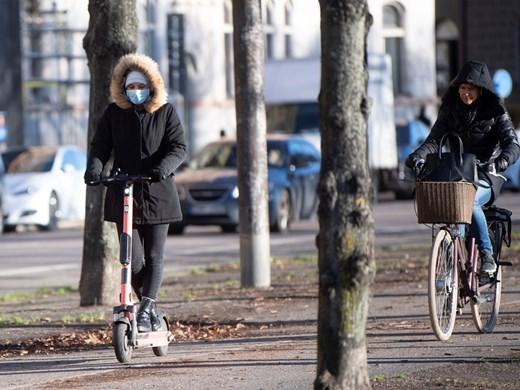 Швеция ограничи събирането на хора на обществени места