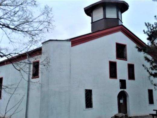 """Реставрират 130-годишния храм """"Св. Троица"""" в с. Извор"""
