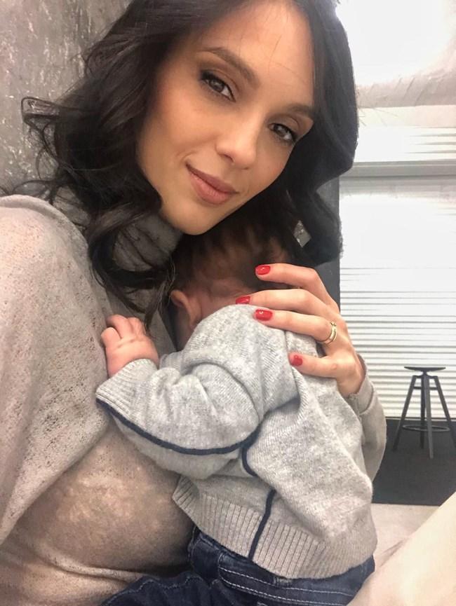 Луиза Григорова със сина си Бран