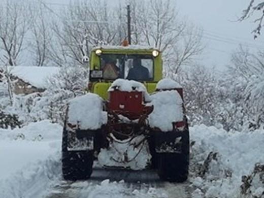 Обработват пътищата в София заради снега
