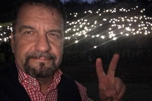 Тези хиляди светлинки зад Ники Кънчев са за Цвети, едно от децата на Перник и България