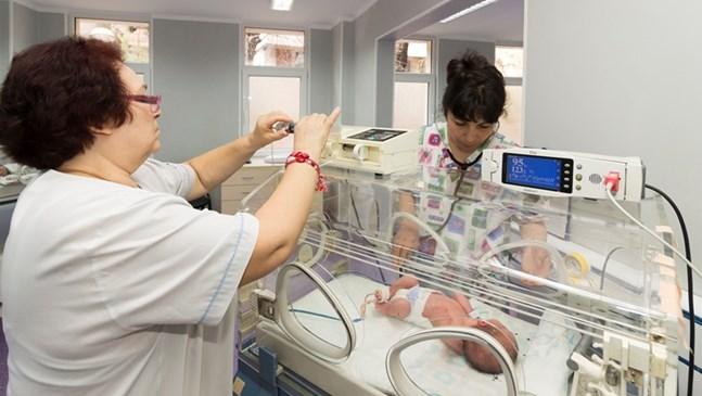 """1200 новородени годишно лекуват  в неонатологията на  МОБАЛ """"Д-р Стефан Черкезов"""""""