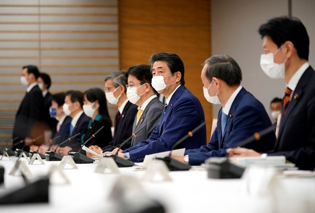 Япония подпомага икономиката си с близо 1 трилион долара