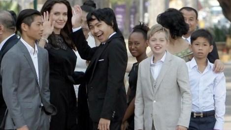 Документите за осиновяването на Мадокс от Анджелина били подправени