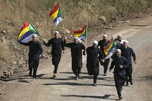 Сирийски друзи на границата с Израел развяват многоцветното знаме на общността