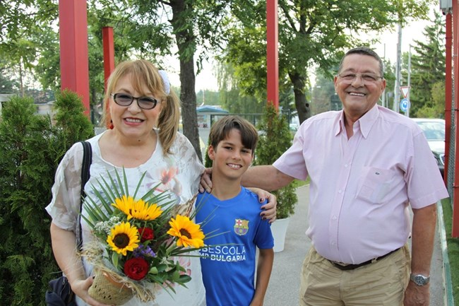 Певицата със съпруга си и по-малкия внук - Кристиян