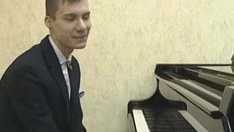 15-годишен виртуоз свири на пиано без ръце