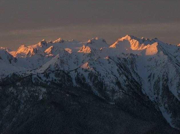 25-годишен българин е тежко пострадал в планината Олимп, спасители пътуват към него