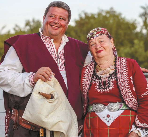 Валя Балканска гледа дъщеря си